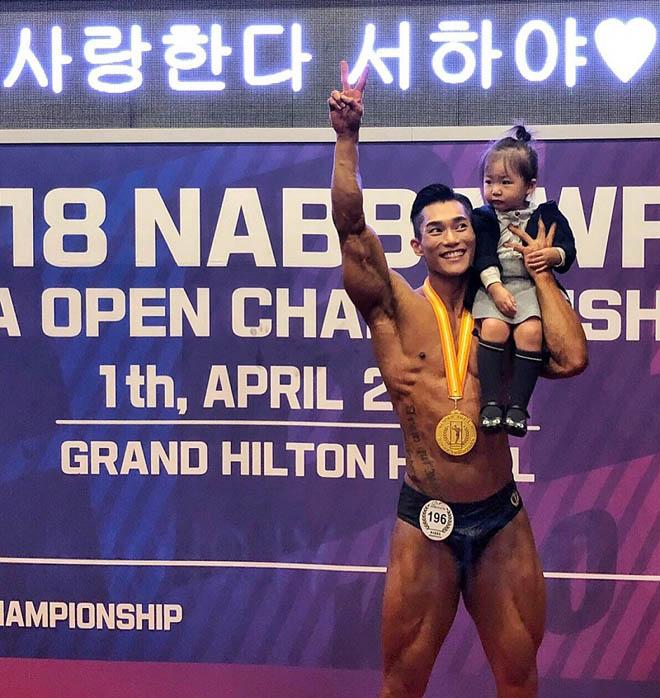 Choáng ngợp trước thân hình nam thần của ông bố trẻ Hàn Quốc - 2