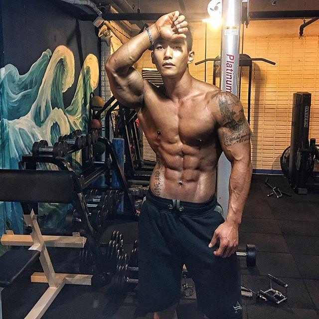 Choáng ngợp trước thân hình nam thần của ông bố trẻ Hàn Quốc - 10
