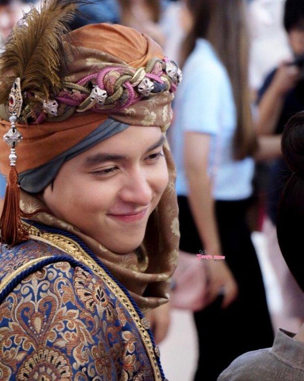 """""""Hoàng tử nụ cười Thái Lan"""" da mịn hơn con gái, mặt không góc chết - 4"""