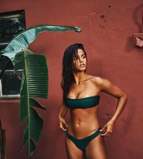 Cô nha sĩ bốc lửa nhất xứ Samba đẹp nhờ loạt bí quyết dân dã - 13