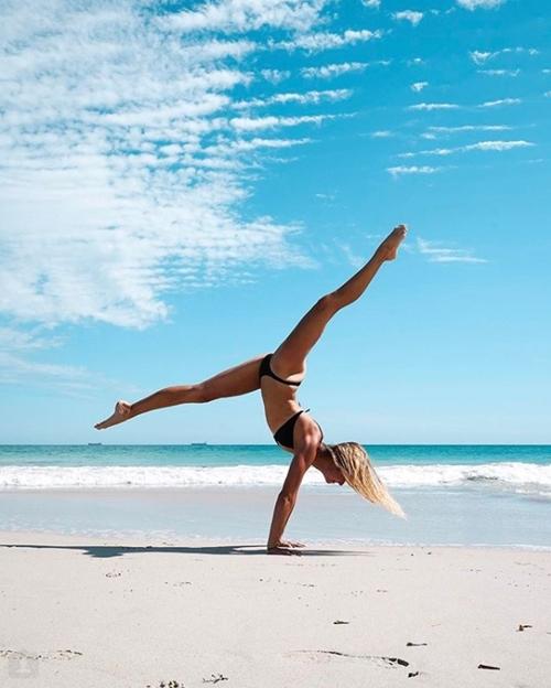 Cựu vận động viên Olympic gây thích thú vì tập yoga mọi nơi - 5