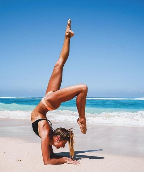 Cựu vận động viên Olympic gây thích thú vì tập yoga mọi nơi - 13