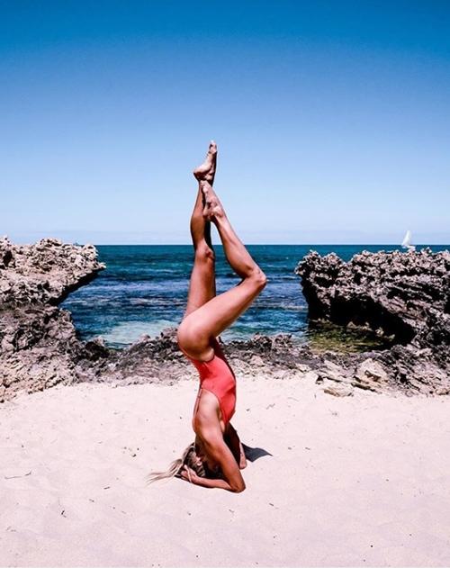 Cựu vận động viên Olympic gây thích thú vì tập yoga mọi nơi - 6
