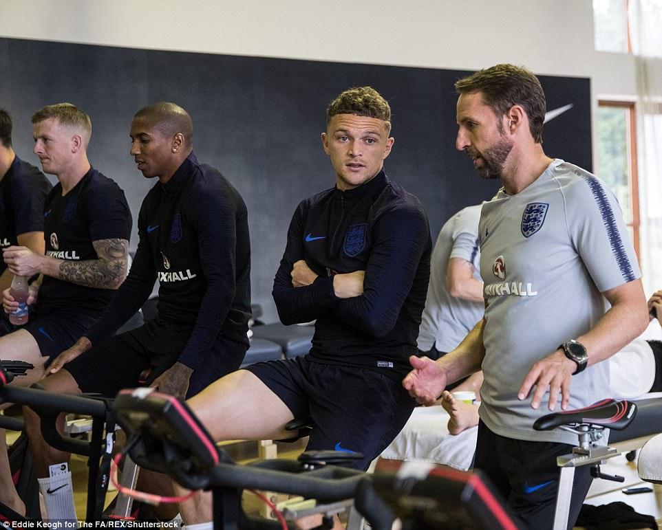 Harry Kane và tuyển Anh tập tạ 20kg để... thư giãn ở World Cup - 8