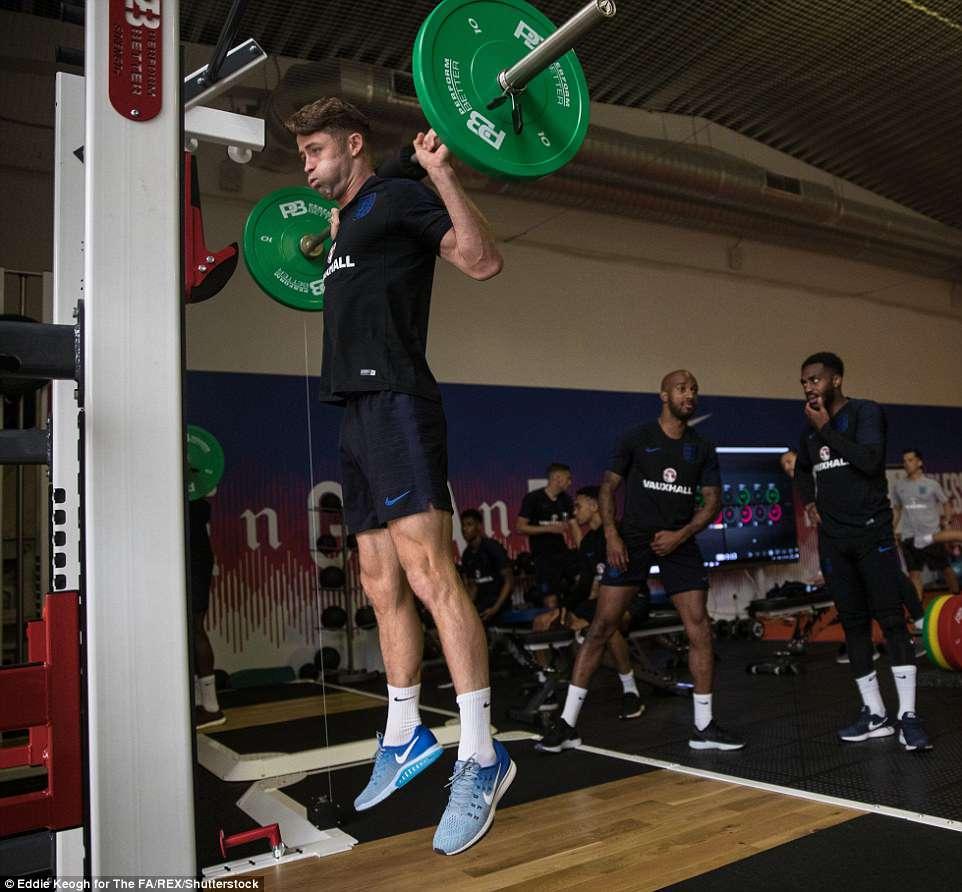 Harry Kane và tuyển Anh tập tạ 20kg để... thư giãn ở World Cup - 5