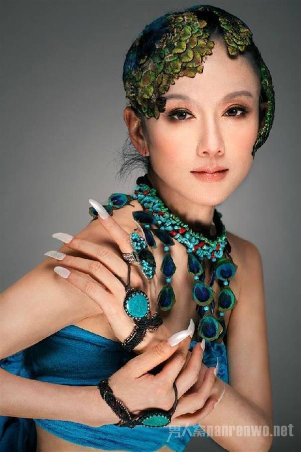 """""""Thiên nga múa Trung Quốc"""" đẹp không tì vết ở tuổi 60 nhờ ngừng ăn cơm - 5"""