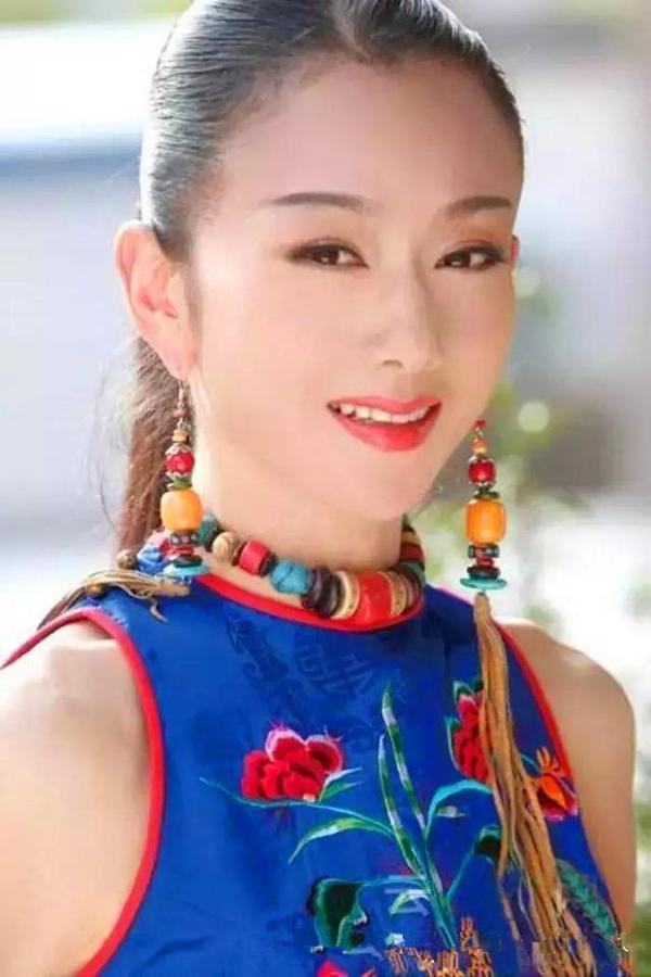 """""""Thiên nga múa Trung Quốc"""" đẹp không tì vết ở tuổi 60 nhờ ngừng ăn cơm - 8"""