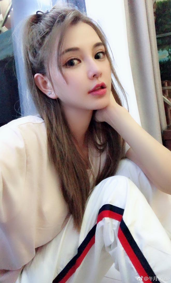 """Cô gái Đài Loan """"đập toàn mặt xây lại"""" để giống hệt Angela Baby - 7"""