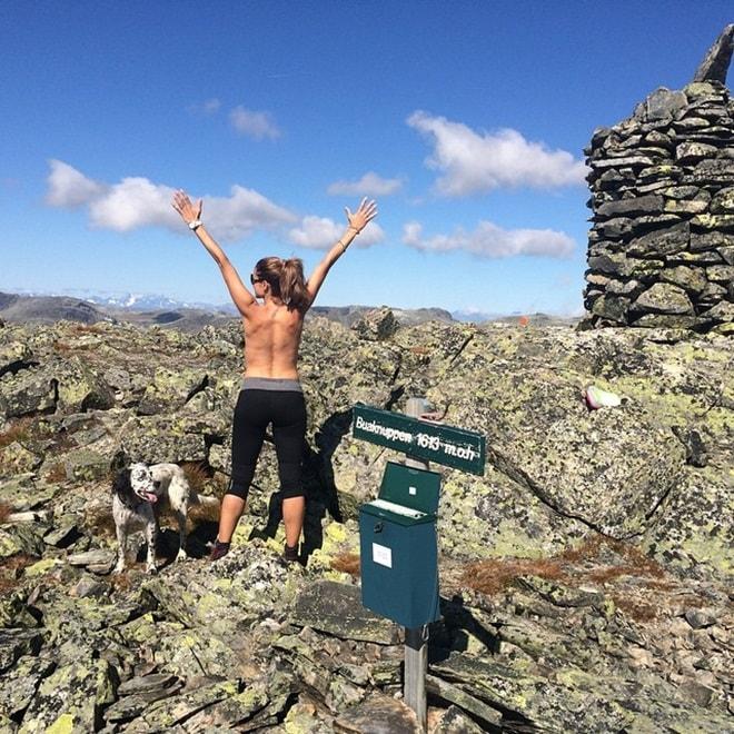 Sau 14 năm scandal tình ái, tình cũ Beckham tìm đến yoga, bán nude leo núi - 3