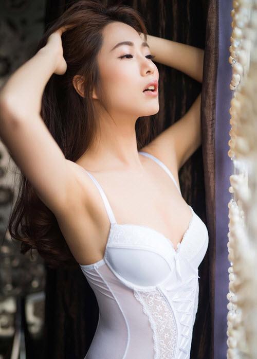 Hoa hậu siêu quốc gia Hong Kong đẹp nhờ... ngủ nude - 2