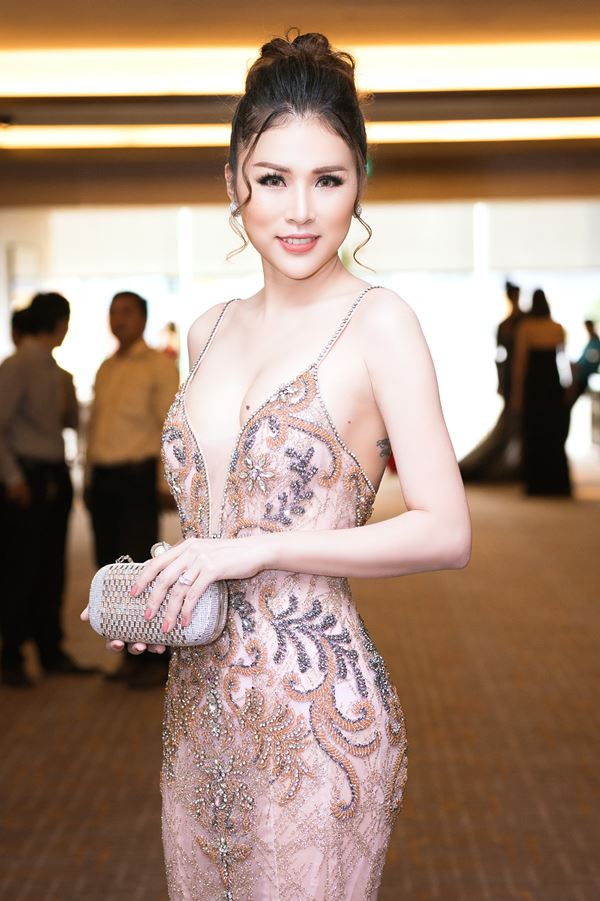 """Cô vợ Hoa hậu bikini của diễn viên Thiên Bảo """"thắt lưng buộc bụng"""" để giảm 20kg - 4"""