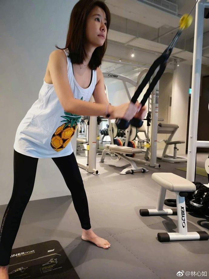 Lâm Tâm Như trổ tài luyện yoga siêu khó, đẹp như tiên ở tuổi 42 - 7