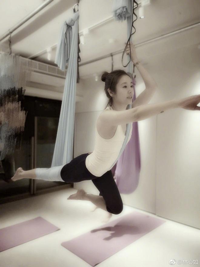 Lâm Tâm Như trổ tài luyện yoga siêu khó, đẹp như tiên ở tuổi 42 - 3
