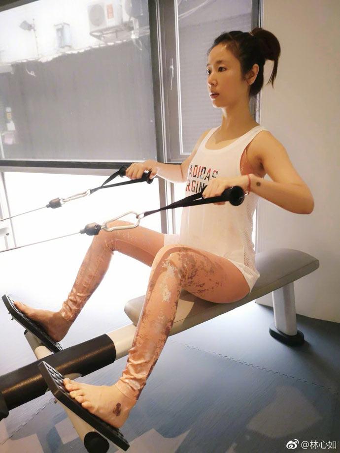 Lâm Tâm Như trổ tài luyện yoga siêu khó, đẹp như tiên ở tuổi 42 - 4