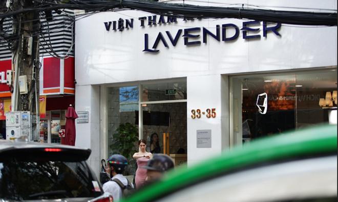 """Sau màn """"đáp trả"""" anti-fan, Ngọc Trinh livestream đi tắm trắng - 5"""