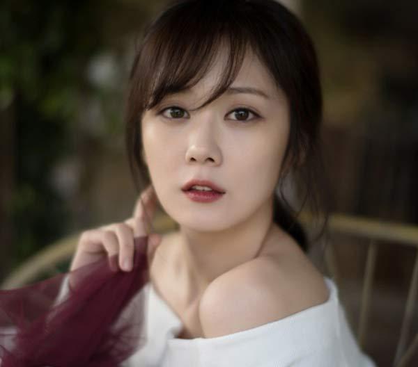 """""""Nữ thần không tuổi"""" Jang Nara trẻ lâu nhờ…đấm vào mặt - 3"""