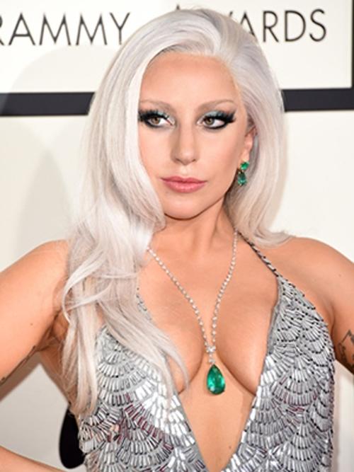 """""""Mẹ Quỷ"""" Lady Gaga gây sốc khi tiết lộ làm sạch mặt bằng băng dính - 2"""