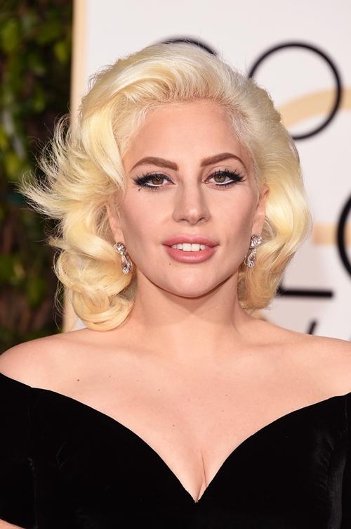 """""""Mẹ Quỷ"""" Lady Gaga gây sốc khi tiết lộ làm sạch mặt bằng băng dính - 3"""