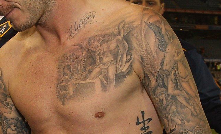 """Quý tử nhà Beckham lộ chi tiết hình xăm thiên thần """"sao chép"""" của bố - 3"""