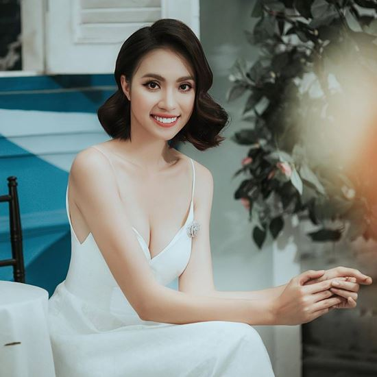 Thân hình đẹp như tượng tạc của mỹ nữ Siêu mẫu Việt Nam 2018 - 2