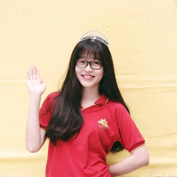 Dung mạo đời thường tuyệt xinh của Top 3 Hoa hậu Việt Nam 2018 - 5