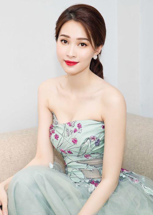 Mai Phương Thúy, Trần Tiểu Vy cùng loạt HH: Ai mặt mộc đẹp nhất? - 8