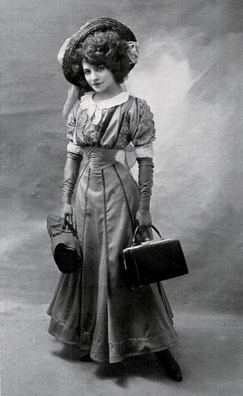 Lý do người đàn bà Pháp có eo nhỏ 40cm bị chê xấu nhất thế giới - 4