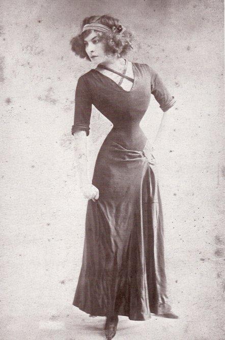 Lý do người đàn bà Pháp có eo nhỏ 40cm bị chê xấu nhất thế giới - 2