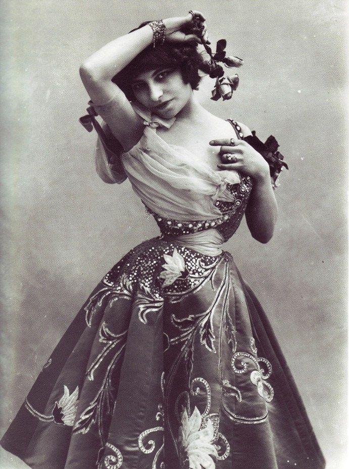 Lý do người đàn bà Pháp có eo nhỏ 40cm bị chê xấu nhất thế giới - 3