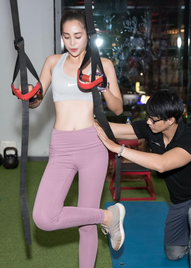 Hoa hậu Tiểu Vy khoe số đo hình thể đẹp như búp bê khi tập gym - 9