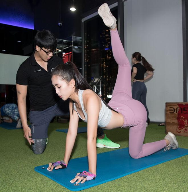 Hoa hậu Tiểu Vy khoe số đo hình thể đẹp như búp bê khi tập gym - 8