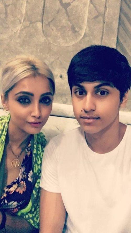 Bà mẹ 41 tuổi thường bị nhầm là bạn gái của con trai vì quá trẻ đẹp - 4