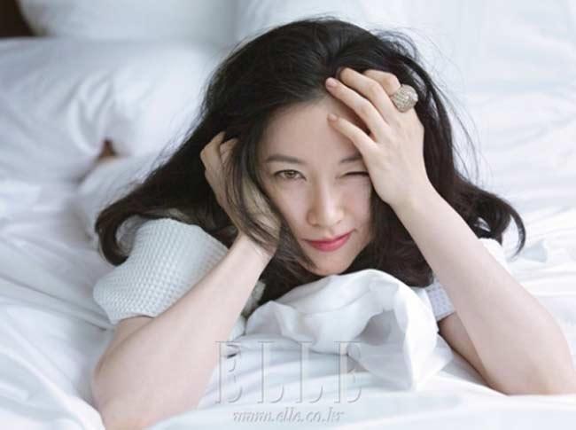 """""""Quý bà oxi"""" Lee Young Ae dùng con lăn để trẻ mãi không già - 3"""
