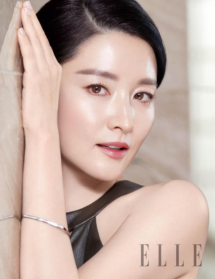 """""""Quý bà oxi"""" Lee Young Ae dùng con lăn để trẻ mãi không già - 7"""