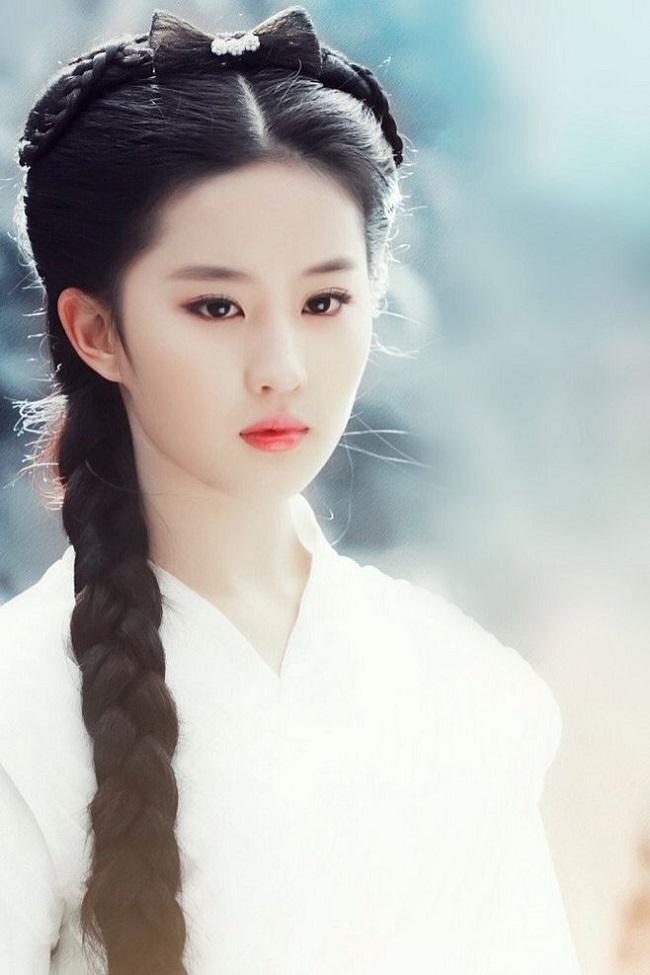 """Mặt mộc lắm khuyết điểm, Lưu Diệc Phi vẫn là đệ nhất """"thần tiên tỷ tỷ"""" của Kim Dung - 2"""